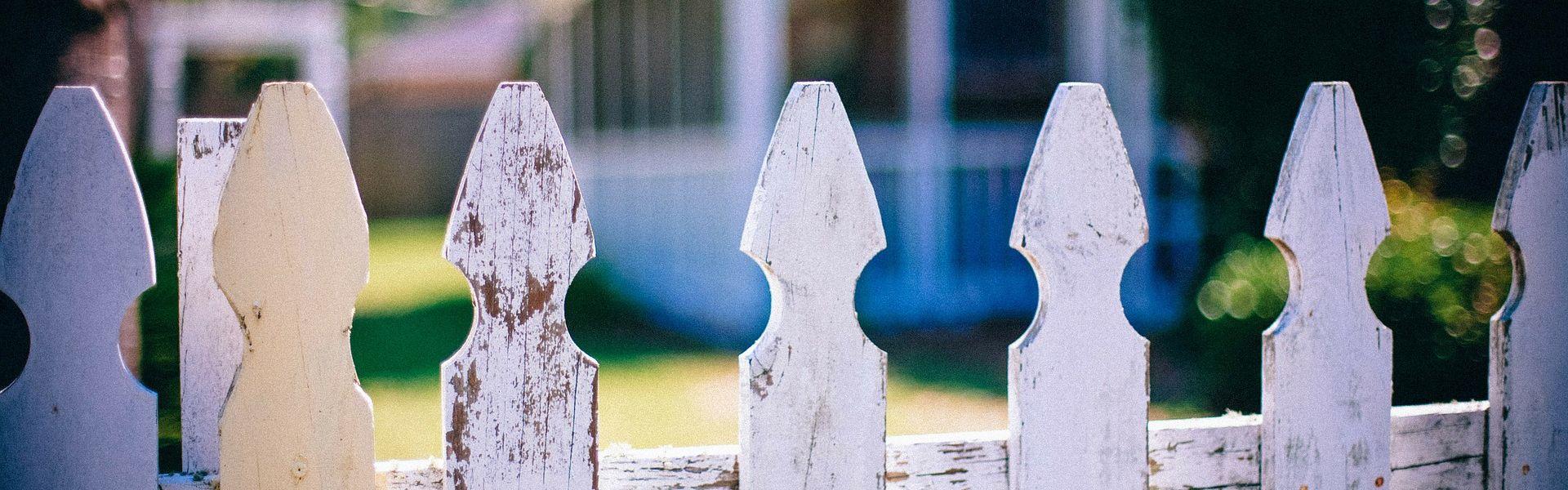 Tuinhekje bij de column 'Mijn buurman' van Paul Schrijft. Foto Pixabay PublicDomainArchive