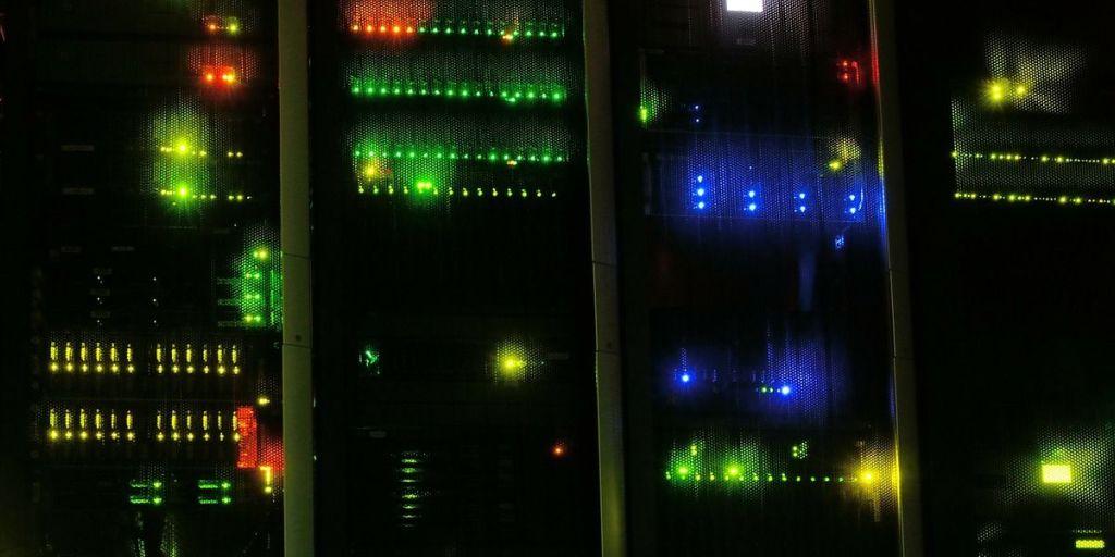 Server datacenter foto: kewl pixabay 90389
